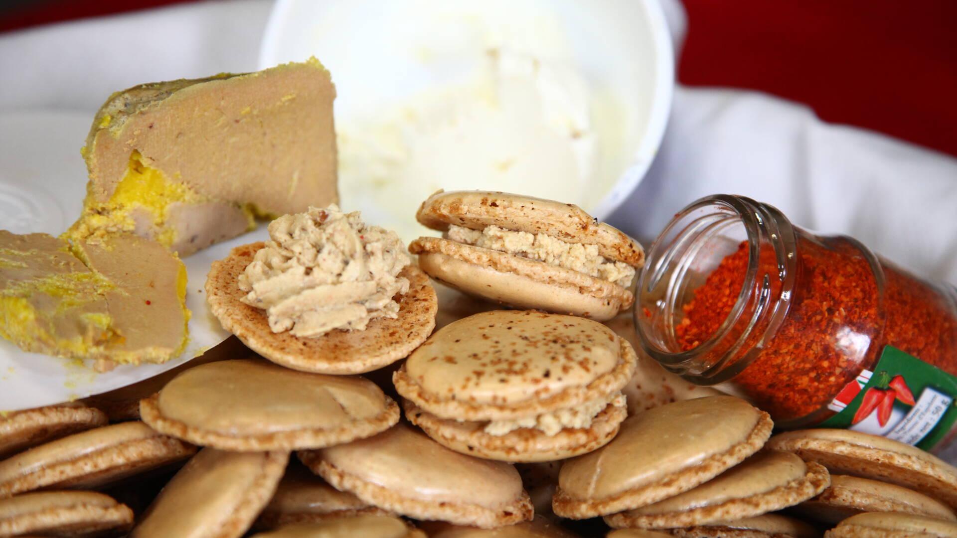 Le macaron au foie gras et piment d'espelette